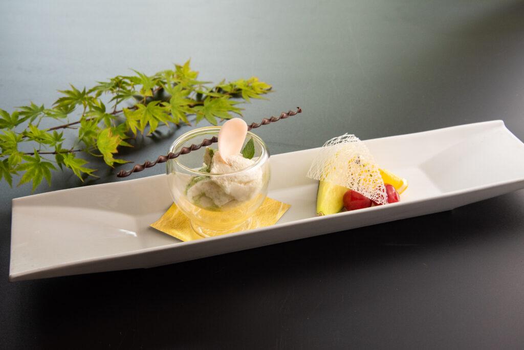 箱根豆乳のムース 抹茶ソース 季節のフルーツ添え