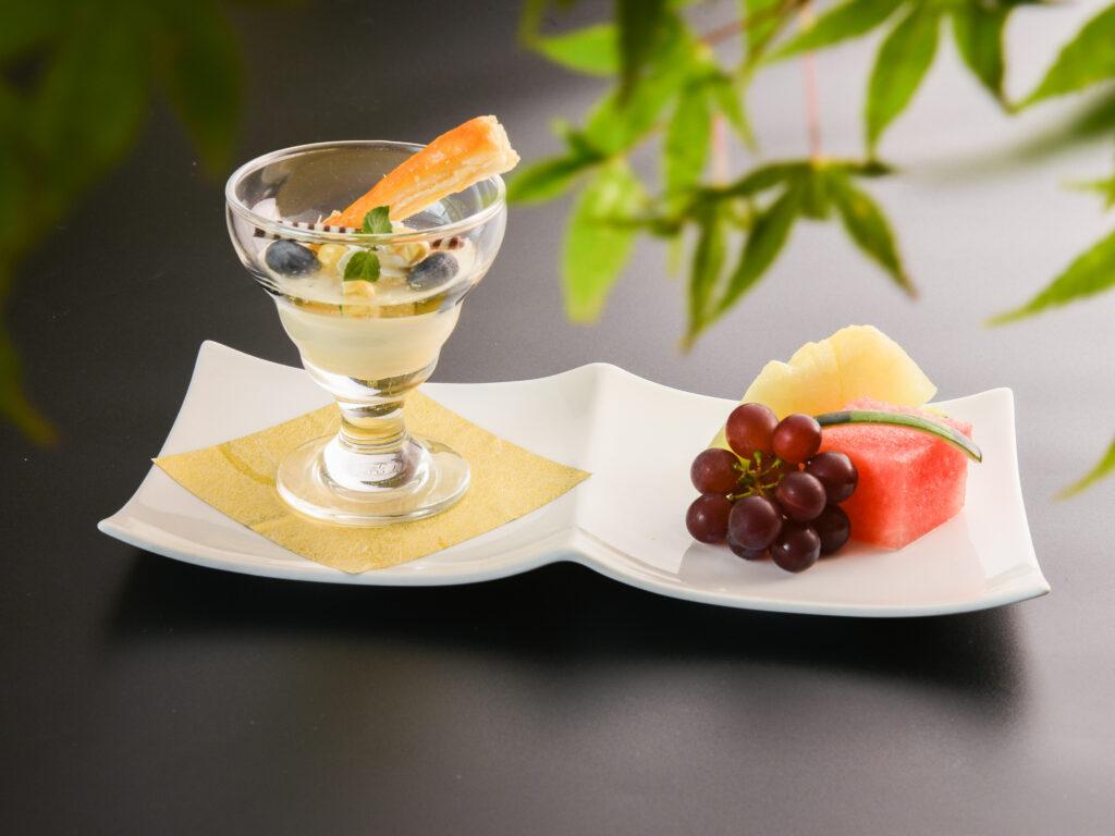玉蜀黍プリン 旬のフルーツ添え