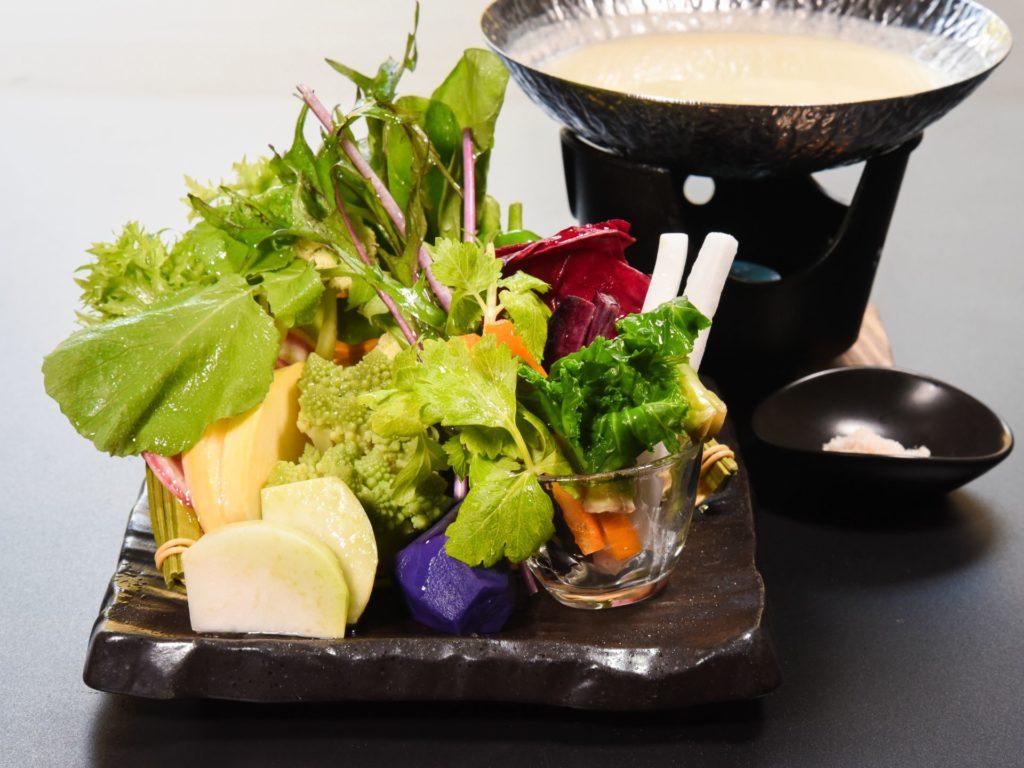 真奈邸名物 彩り有機野菜と箱根豆乳のベジ鍋