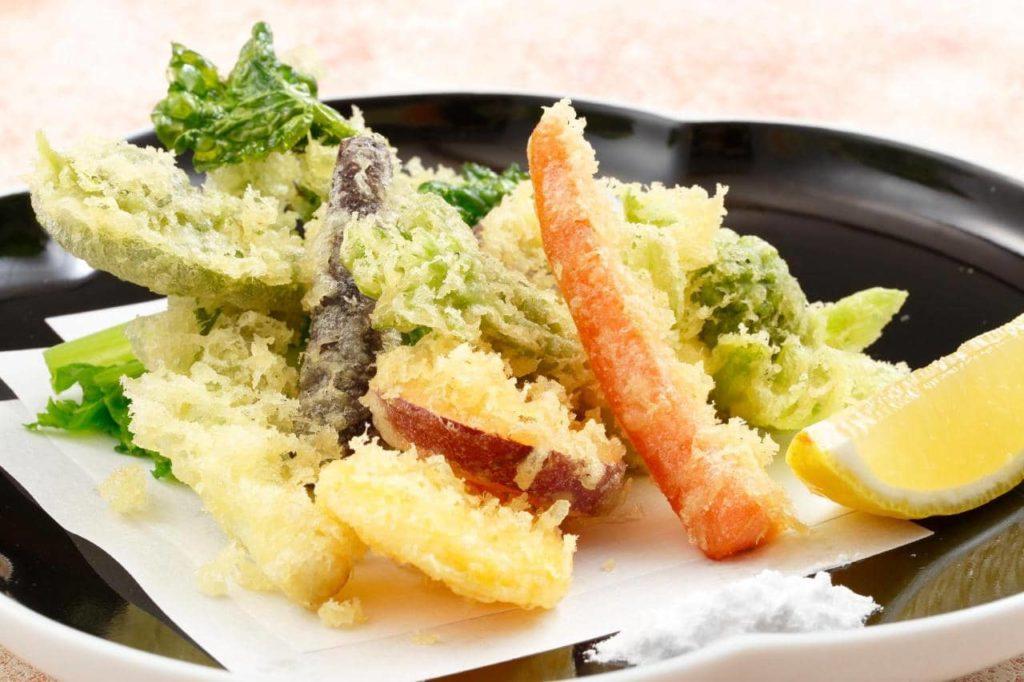逸品料理 有機野菜と山菜の天ぷら盛合せ